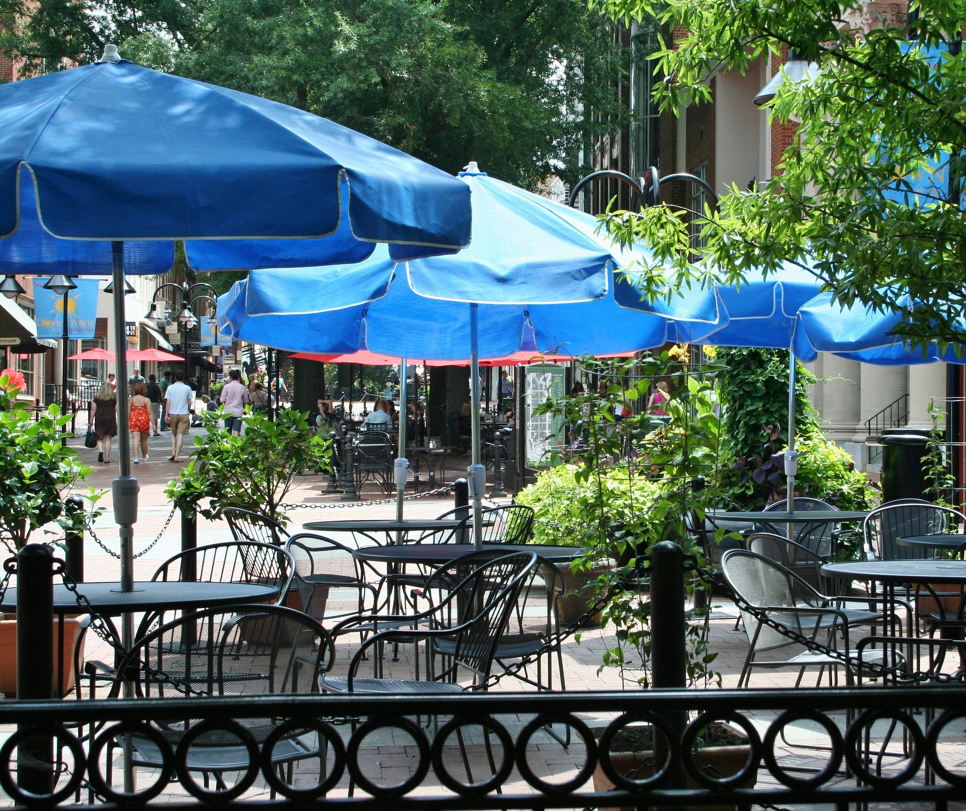How to Handle an Outdoor Dining Injury